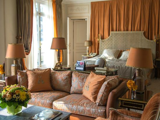 Hotel Plaza Athenee Royal Suite 2