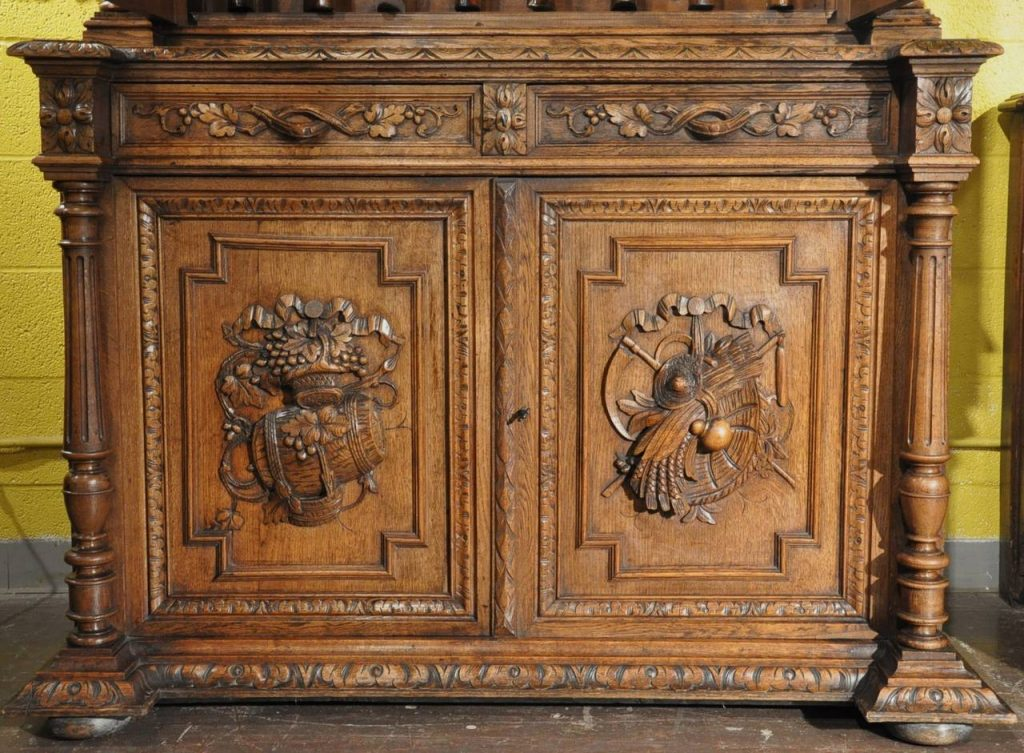 Tips for Cleaning Dust From Antique Wood Carvings